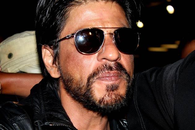 शाहरुख खान पिछले दिनों कश्मीर में शूटिंग पूरी कर लौटे तो उनका लुक कुछ खास था। उन्होंने हल्की दाढ़ी बढ़ा रखी थी। शाहरुख से पहले बॉलीवुड के तमाम सितारे इस तरह के लुक को आजमा चुके हैं। आप भी नजर डालिए उनके लुक पर और फैसला कीजिए कौन है सबसे कूल।