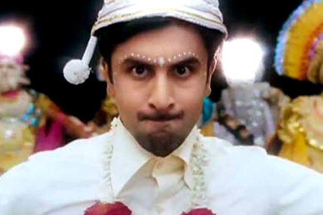 रणबीर कपूर का फिल्म में नाम मर्फी है न कि बर्फी। वे नेपाली मूल के मूक-बधिर युवक का किरदार निभा रहे हैं।