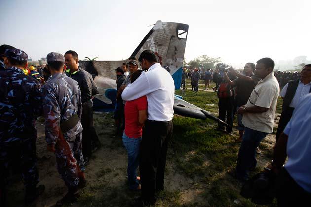 उन्होंने बताया कि विमान के उड़ान भरने के दो मिनट के अंदर उसमें आग लग गई।