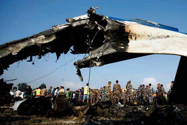 नेपाल में राजधानी काठमांडू में शुक्रवार सुबह हुई विमान दुर्घटना में 19 लोगों की मौत हो गई। इनमें सात ब्रिटिश पर्यटक भी शामिल हैं।