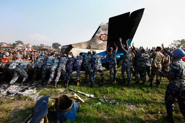 बीबीसी के मुताबिक मारे गए लोगों में सात ब्रिटिश, पांच चीनी व सात नेपाली नागरिक शामिल हैं।
