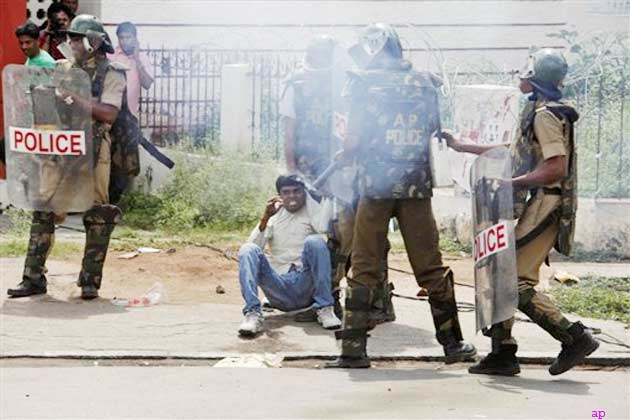 सिकंदराबाद क्लॉक टावर पर भी तनाव की स्थिति देखी गई, जहां सीपीआई-एमएल न्यू डेमोक्रेसी के नेताओं को पुलिस ने रैली निकालने से रोक दिया।