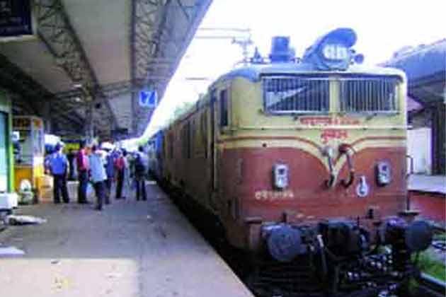 बिहार: हावड़ा-नई दिल्ली एक्सप्रेस में लूटपाट,11 यात्री घायल