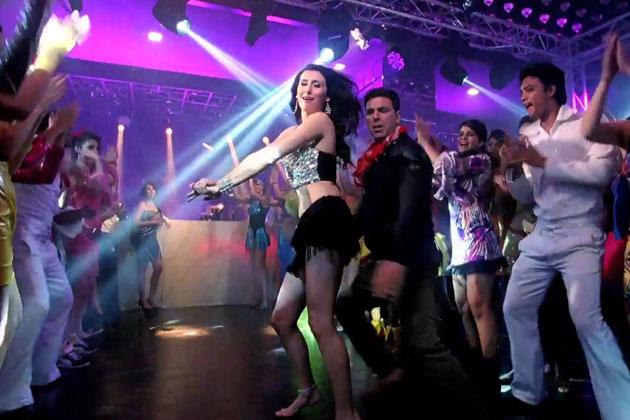 अक्षय कुमार की आनेवाली फिल्म 'खिलाड़ी 786' में जर्मनी की हसीना क्लाउडिया सिस्ला का आइटम डांस भी है। 'खिलाड़ी 786' में 'बलमा' नाम के गाने में अक्षय कुमार एक क्लब में क्लाउडिया सिएसला के साथ डांस करते नजर आएंगे। गाने में अक्षय कुमार की हीरोइन असिन भी नजर आ रही हैं। इससे पहले जर्मनी की हसीना क्लाउडिया सिस्ला रियलिटी शो बिग बॉस सीजन-3 में भारतीय दर्शकों का मन मोहने में कामयाब रही हैं। <br /> <br />
