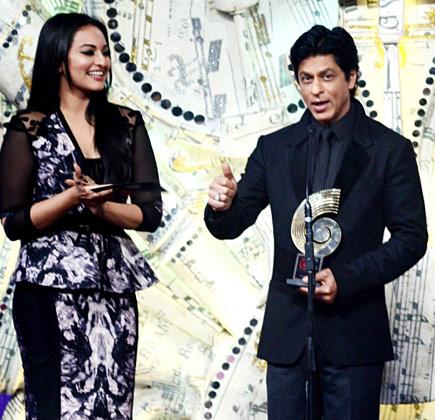 सोनाक्षि और शाहरुख खान।