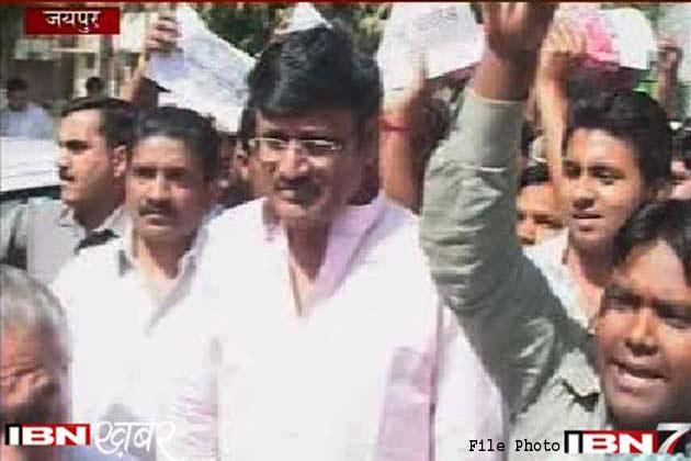 पूर्व मंत्री राजेंद्र राठौड को सरेंडर करने का आदेश