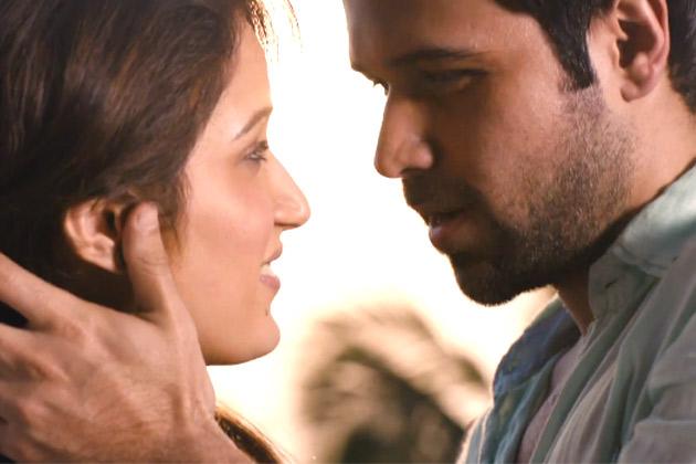 बॉलीवुड के 'किंग ऑफ़ किसिंग' इमरान हाशमी अब अपनी नई फिल्म 'रश' में 'चक दे इंडिया' गर्ल सागरिका घाटगे  संग इश्क लड़ाते नजर आएंगे। फिल्म में इमरान और सागरिका की जबरदस्त केमिस्ट्री देखने को मिल रही है। फिल्म में नेहा धूपिया और आदित्य पंचोली भी है। फिल्म 26 अक्टूबर को रिलीज़ होने वाली है।</p><p>