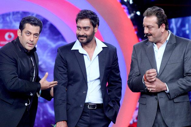 पहली बार यह तीनों कलाकार किसी फिल्म में साथ दिखाई दे रहे हैं।