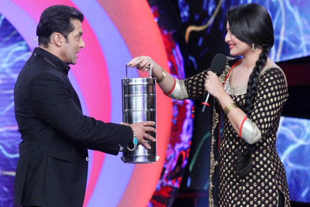 फिल्म की वजह से सोनाक्षी और बॉलीवुड के दबंग सलमान खान एक बार फिर साथ आए।