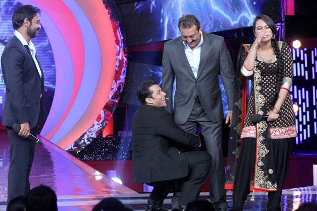 अजय के अलावा, सलमान भी इस फिल्म के प्रमोशन में खासी मेहनत कर रहे हैं। यह तस्वीर इसका अच्छा उदाहरण है।