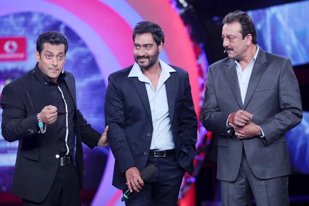 आप क्या सोचते हैं, अजय की 'सन ऑफ सरदार' शाहरुख की 'जब तक है जान' को पीछे छोड़ पाएगी?