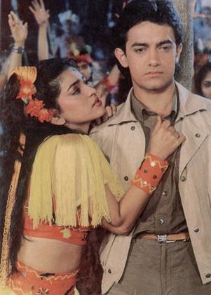आमिर-जूही की 'दौलत की जंग' भी बुरी तरह फ्लॉप साबित हुई। फिल्म की कहानी दो बिजनेसमैन के बच्चों पर आधारित थी जो प्यार कर बैठते हैं और फिर घर से भाग जाते हैं।