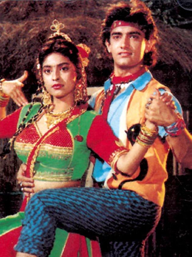 1990 में आई फिल्म 'तुम मेरे हो' में आमिर ने एक ऐसे युवक का किरदार अदा किया था जो सांप को वश में कर लेता है। आमिर फिल्म में जूही को एक सांप से बचाते हैं। ये फिल्म को भी दर्शकों ने नकार दिया।