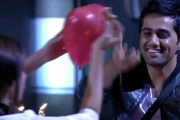 विशाल ने सना को बताया कि राजीव के दिल में भी उसके लिए कुछ फीलिंग्स हैं।