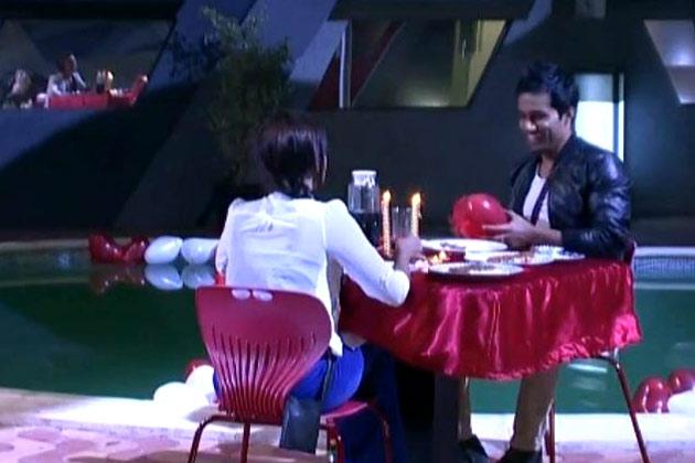 विशाल डेटिंग पर सना से कहता है कि इस शो से बाहर निकलने के बाद वह सना के साथ डेटिंग पर जाना चाहता है।