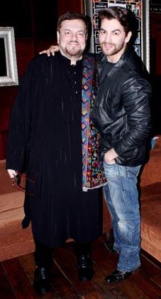 अपने पिता मुकेश के साथ नील नितिन मुकेश।