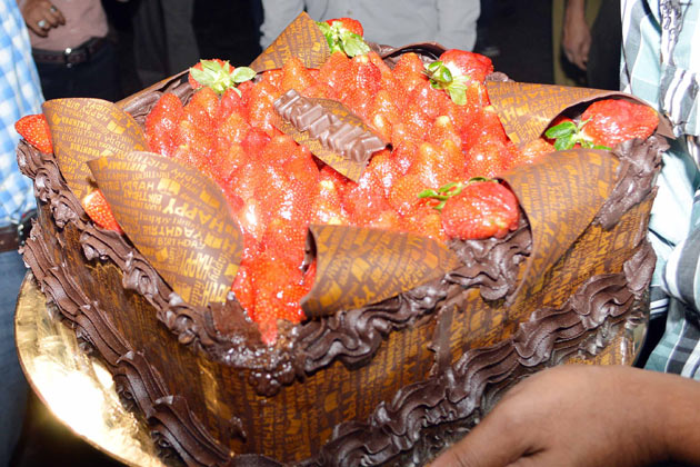 ऋतिक के जन्मदिन के मौके पर बनाया गया खास केक।