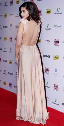 एक्ट्रेस आलिया भट्ट भी फिल्मफेयर नॉमिनेशन पार्टी में पहुंचीं।