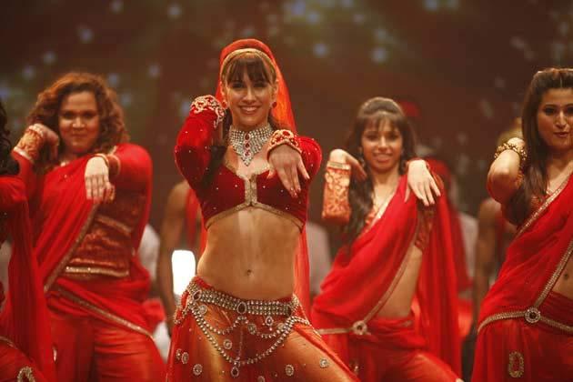 एबीसीडी में जीटीवी के कार्यक्रम डांस इंडिया डांस के डांसिंग स्टार्स अभिनय कर रहे हैं।