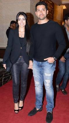 </p><p>पार्टी में अपनी पत्नी के साथ पहुंचे अभिनेता आफताब शिवदसानी और मुंबई हीरोज के उपकप्तान।</p><p>