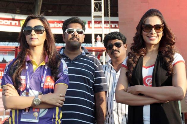 मुंबई हीरोज के एक मैच के दौरान बिपाशा बसु नजर आई।