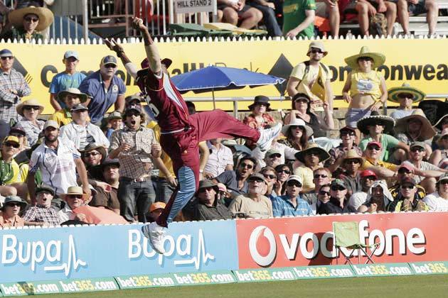 6 फरवरी 2013 को मुनका ओवल मैदान ऑस्ट्रेलिया और वेस्टइंडीज के बीच खेल गए खिलाफ तीसरे वनडे मुकाबले वेस्टइंडीज के काइरोन पोलार्ड ने बाउंड्री पर बेहतरीन कैच लपक कर ऑस्ट्रेलिया के मैक्सवेल को पवेलियन लौटने पर मजबूर कर दिया। हवा में छलांग लगा कर लिया गया यह कैच बेहद शानदार था।