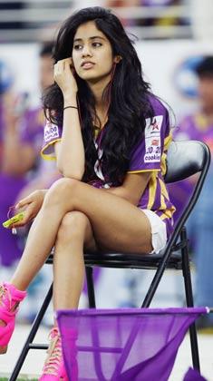 सीसीएल में बंगाल टाइगर्स के एक मैच के दौरान श्रीदेवी की बेटी जाहनवी।