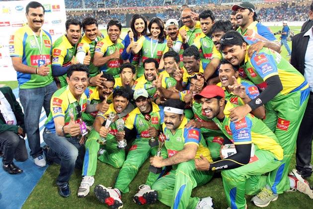 बंगाल टाइगर्स के खिलाफ जीतने पर केरला स्ट्राइकर्स।