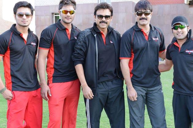 </p><p>तेलुगु वारियर्स के कप्तान और दक्षिण के सुपरस्टार वेंकटेश मैच से पहले अपनी टीम के साथ अभ्यास करते हुए।</p><p>