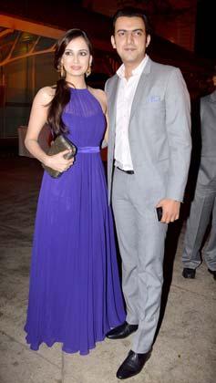 दीया मिर्जा अपने दोस्त फिल्म निर्माता साहिल संघा के साथ पार्टी में पहुंचीं।
