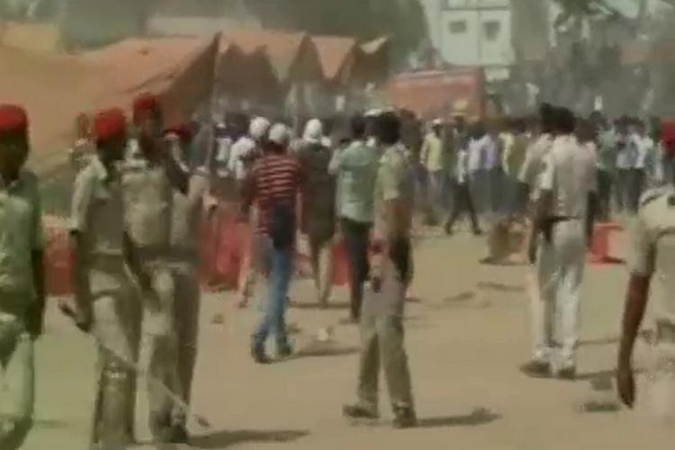 बिहार में अजय देवगन की रैली में बवाल, जमकर चलीं कुर्सियां, लाठीचार्ज