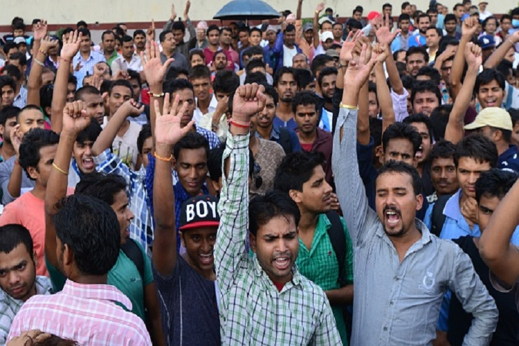 मधेशियों ने नेपाल सीमा पर की नाकाबंदी, SSB ने बढ़ाई सुरक्षा