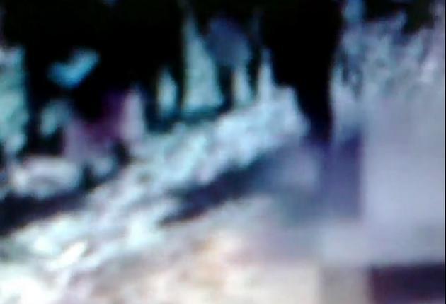 लड़की को गड्ढे में डाला और पत्थरों से मार डाला