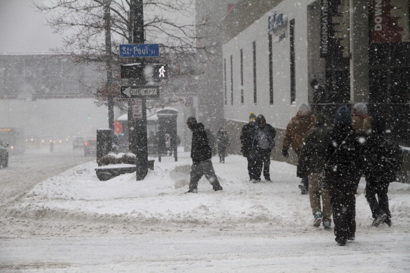 अमेरिका में बर्फीले तूफान का कहर, 7600 फ्लाइट रद्द