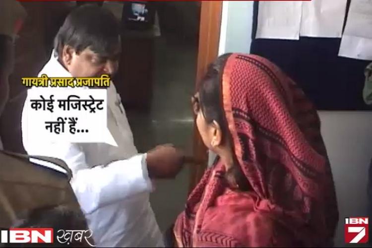 महिला पोलिंग एजेंट से बदतमीजी करते कैमरे में कैद हुए अखिलेश के मंत्री!