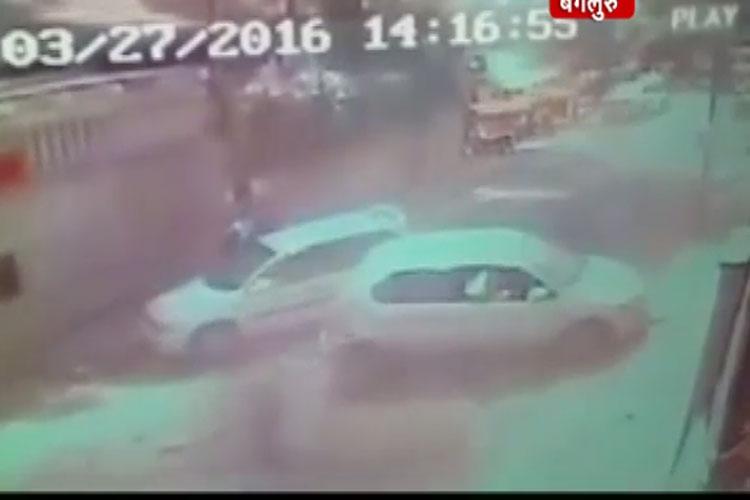 देेखें: तेज रफ्तार कार ने कैसे ली एक शख्स की जान