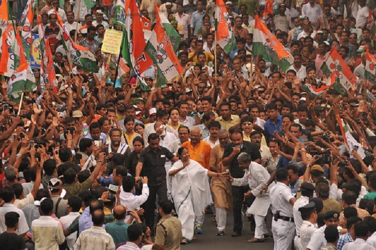 बंगाल में दिलचस्प बाजी, लेफ्ट-कांग्रेस की दोस्ती ही नहीं, ममता और बीजेपी का भी इम्तेहान