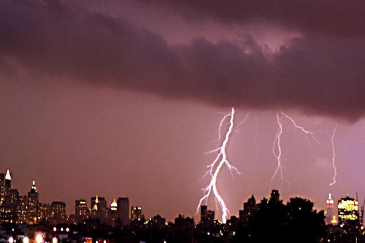 देश में आसमानी बिजली से सिर्फ तीन दिन में 300 की मौत, वैज्ञानिक भी हैरान!
