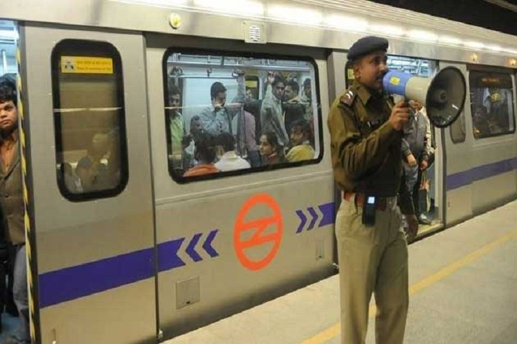 दिल्ली मेट्रो में CISF का विशेष अभियान, 21 महिला जेबकतरों को पकड़ा गया