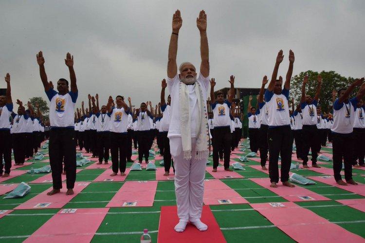 अंतरराष्ट्रीय योग दिवस: मोदी ने 30 हजार लोगों के साथ किया योग