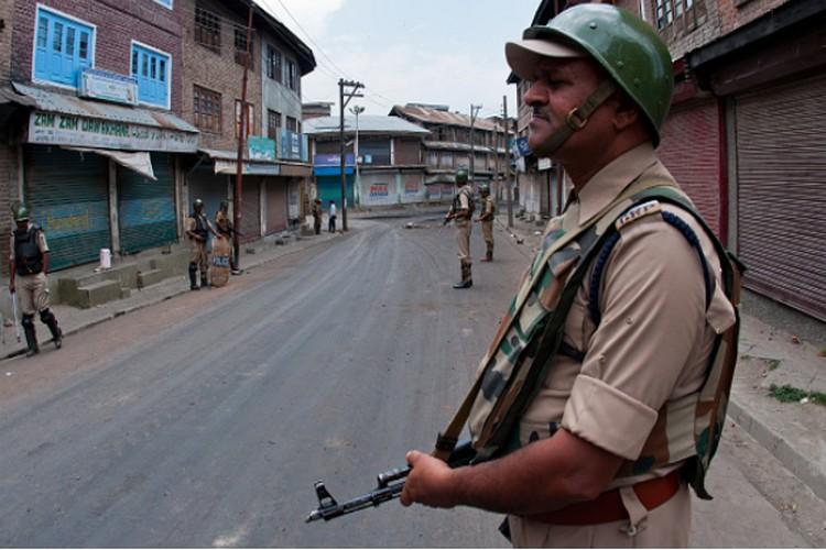 कश्मीर में जारी बवाल पर मानवाधिकार आयोग का केंद्र-राज्य को नोटिस