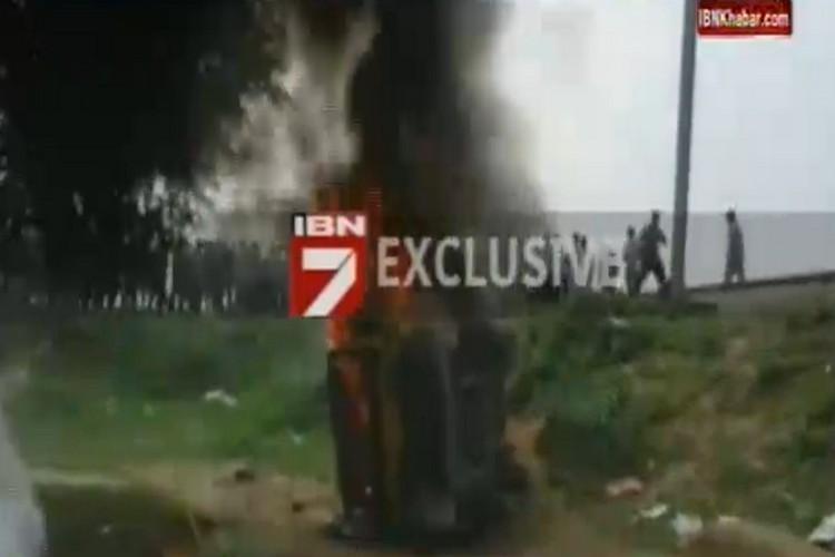 भदोही में ट्रेन से भिड़ी स्कूली वैन, 7 बच्चों की दर्दनाक मौत