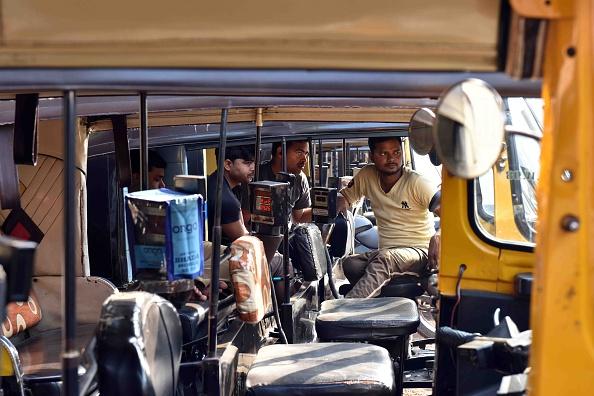 ओला-उबर के खिलाफ हड़ताल पर गए ऑटो चालक, केजरीवाल सरकार को दी चेतावनी