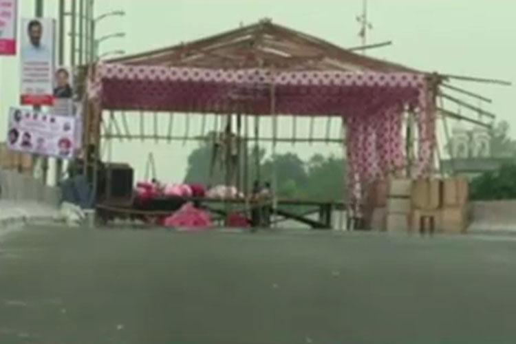 क्रेडिट की होड़, केजरीवाल के आने से पहले ही कांग्रेस ने कर दिया पुल का उद्घाटन