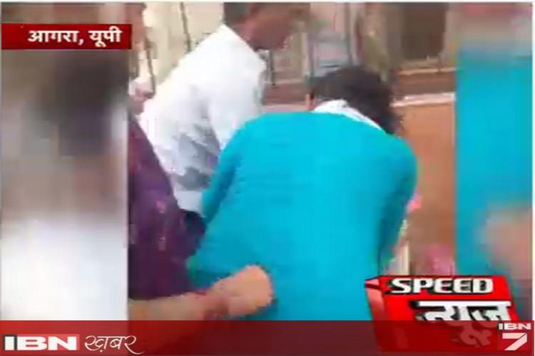 कोर्ट पहुंचे पति-पत्नी के बीच जमकर चले लात-घूंसे, महिला ने पुलिसवाले को भी जड़ा तमचा!
