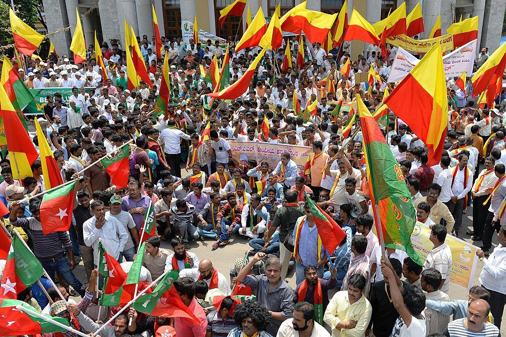 सुप्रीम कोर्ट ने कावेरी विवाद पर तमिलनाडु और कार्नाटक सरकार को लगाई लताड़
