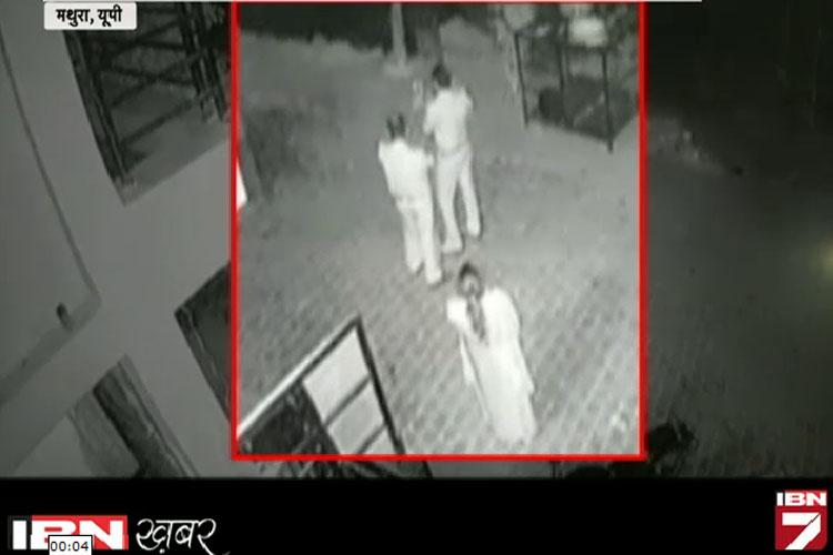 गर्भवती महिला पर दरोगा ने दिखाई दबंगई, घटना CCTV में कैद