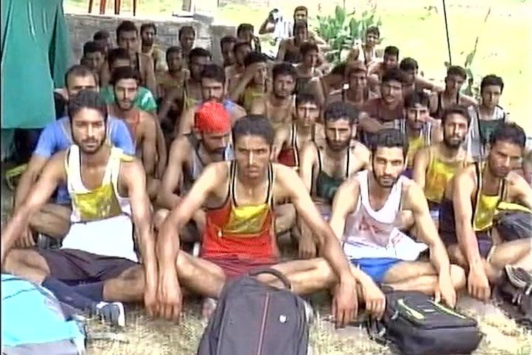 सुरक्षाबलों में भर्ती के लिए कश्मीरी युवकों ने दिखाया जोश