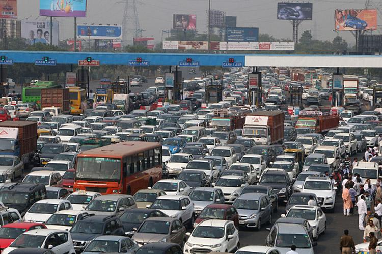 दिल्ली-नोएडा फ्लाईवे पर नहीं देना होगा टोल, इलाहाबाद हाईकोर्ट ने दिया आदेश