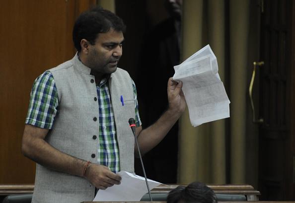 आप विधायक गुलाब सिंह की रिमांड मांगने पर दिल्ली पुलिस को कोर्ट ने फटकारा!